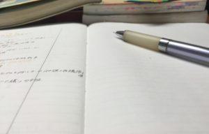 ノートとペンです。